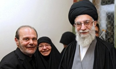 The memorial photo of martyr Imad Mughniyah's parents with the Iranian Supreme leader